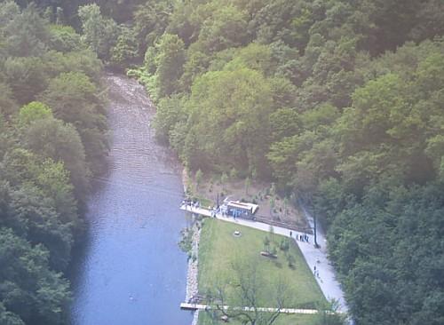Blick von der Müngstener Brücke auf den Brückenpark